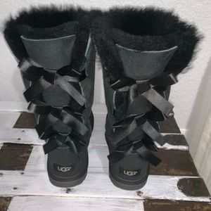 Black Bailey Bow women's Ugg's size 5 like new!